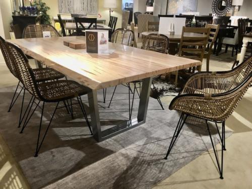 Bordeaux-Table-3